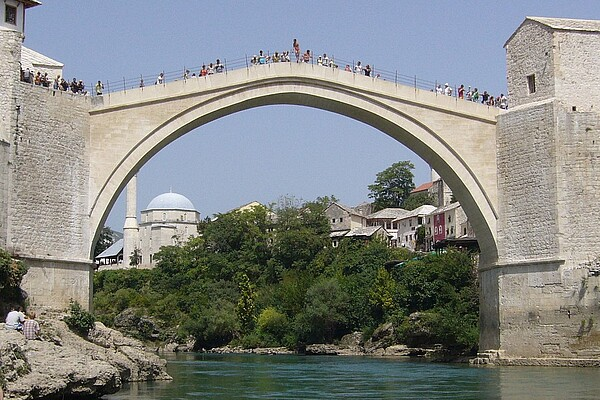 Author: fer-filol; URL: https://commons.wikimedia.org/wiki/File:Puente_de_Mostar.JPG