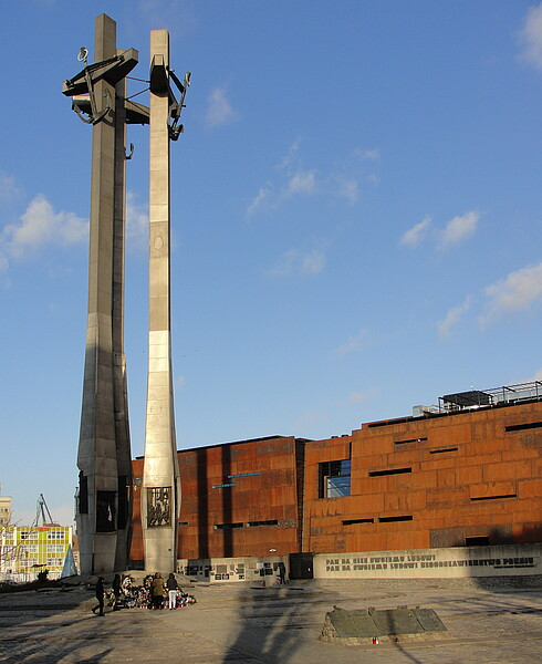 Monument to the Fallen Shipyard Workers with the European Solidarity Centre in the background.